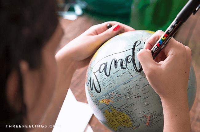 07-decorar-bola-mundo-con-lettering-threefeelings