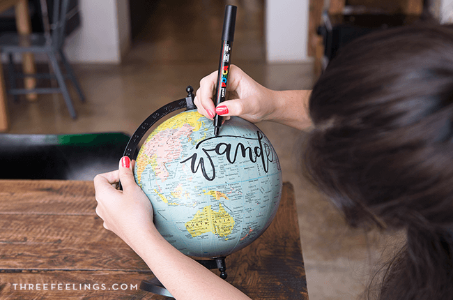 08-decorar-bola-mundo-con-lettering-threefeelings